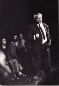 Repeticijoje. Režisierius Juozas Miltinis (dešinėje) ir aktoriai Lili Stepankaitė, Donatas Banionis, Gintautas Medžiavepris. Apie 1974 m. Fotogr. Edvardo Koriznos. PAVB FJM-1013/8