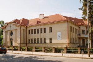 Marijonų vienuolyno pastatas (Marijonų g. 24), dabar – Švč. Mergelės Marijos Nekaltojo Prasidėjimo rektoratas. 2018 m. Fotogr. Stasio Povilaičio. JMC fondas