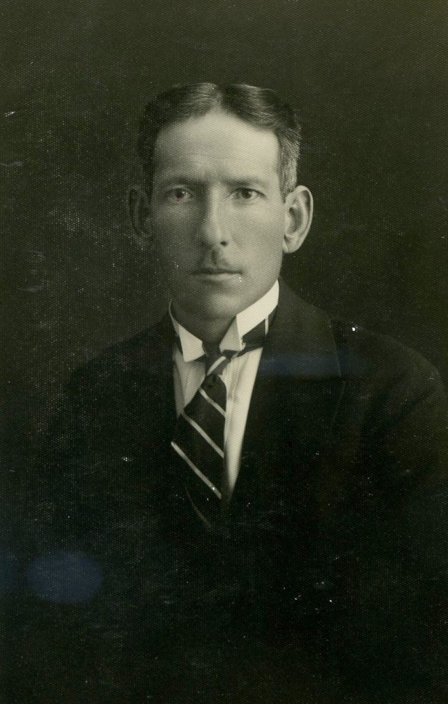 Pedagogas, chorvedys, vargonininkas, kompozitorius Vladas Paulauskas. Fotogr. J. Pauros. Panevėžys. 1930 m. PAVB RKRS F80-643