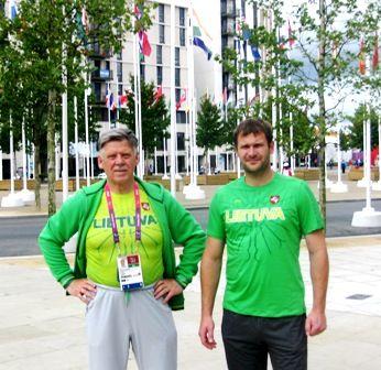 Rimantas Plungė su savo auklėtiniu pasaulio ir Europos neįgaliųjų čempionatų medalių laimėtoju rutulio stūmiku Mindaugu Biliumi