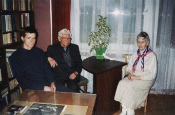 J. Miltinio bibliotekoje: architektas A. Šironas, aktorius Vaclovas Blėdis, buvusi buto, kuriame buvo įrengta Ekspozicijų salė, šeimininkė. 1997-1998 m.