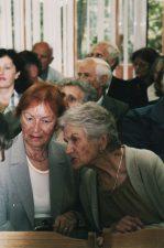 Aktorės Liudvika Adomavičiūtė ir Eugenija Šulgaitė. 2004 m.