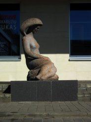 """Skulptūra """"Jaunystė"""" (""""Poilsis""""). Meganos Pesse nuotrauka"""
