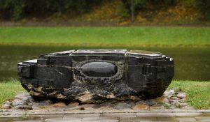 """Skulptūra """"Kertinis akmuo"""". Astos Rimkūnienės nuotrauka"""