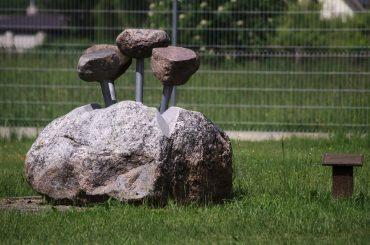 """Skulptūra """"Laisvės pumpurai skleidžiasi sausyje"""". Astos Rimkūnienės nuotrauka"""