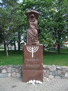 """Paminklas """"Liūdinti žydų motina"""". Astos Rimkūnienės nuotrauka"""