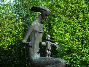 """Skulptūra """"Žemė-motina-taika"""". Meganos Pesse nuotrauka"""