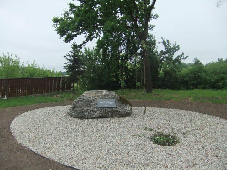 Paminklinis akmuo XVI–XVII a. mirusių panevėžiečių perlaidojimo vietai pažymėti. Astos Rimkūnienės nuotrauka