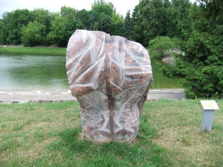 """Skulptūra """"Prisitaikymas"""". Astos Rimkūnienės nuotrauka"""