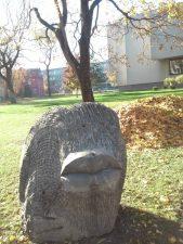 """Skulptūra """"Bučinys iš miško"""". Gitanos Gritėnaitės nuotrauka"""