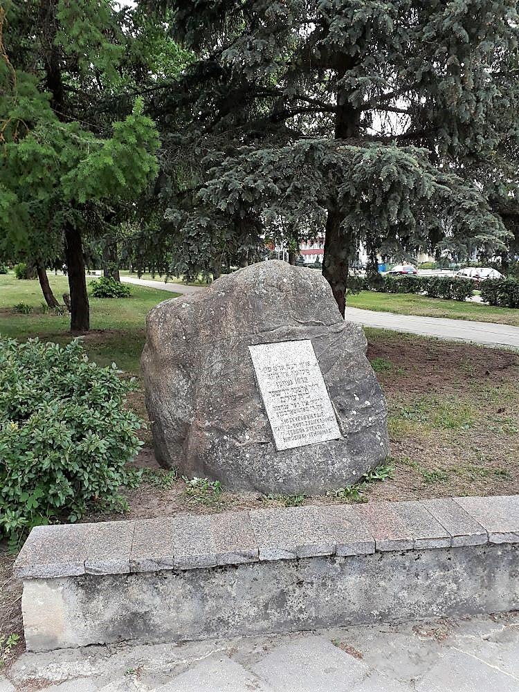Paminklinis akmuo Žydų kapinių vietai atminti. Astos Rimkūnienės nuotrauka