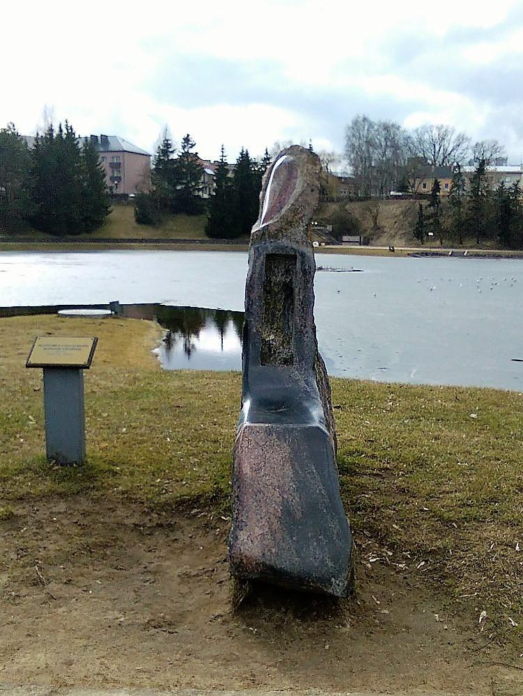 """Skulptūra """"Suolelis vienišam"""". Astos Rimkūnienės nuotrauka"""