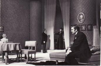 """Henrikas Ibsenas (Henrik Ibsen) """"Heda Gabler"""" (rež. J. Miltinis), 1972 m. Scena iš spektaklio. Dešinėje Rudolfas Jansonas – Brakas. Fotogr. K. Vitkaus. PAVB FKV-138/17-13"""