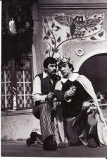 """Jevgenijus Švarcas (Евгений Шварц) """"Pelenė"""" (rež. J. Dautartas), 1983 m. Rudolfas Jansonas - Girininkas, Romualdas Urvinis - Karalius. Fotogr. K. Vitkaus. PAVB FKV-238"""
