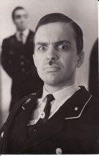 """Hiršas Ošerovičius """"Žmonės ir antžmogiai"""" (rež. J. Miltinis, V. Blėdis), 1967 m. Rudolfas Jansonas - Šarfiureris Dolchas. Fotogr. K. Vitkaus. PAVB FKV-188/14-1"""