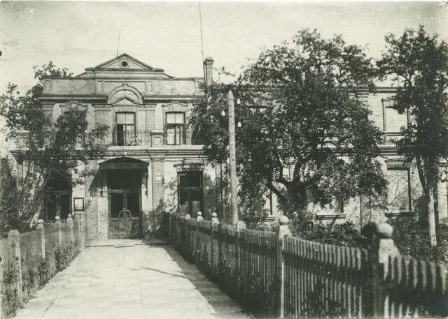 """Kino teatras """"Garsas"""" XX a. 5 deš. Nuotrauka iš Panevėžio kraštotyros muziejaus rinkinių"""