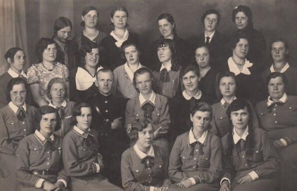 1. Panevėžio moterų šaulių būrys. XX a. 4 deš. Nuotrauka iš Panevėžio kraštotyros muziejaus rinkinių