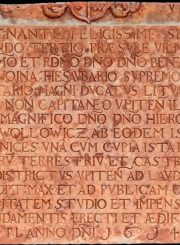 3. Pastato senoji paminklinė lenta su lotynišku užrašu. R. Gudo nuotrauka