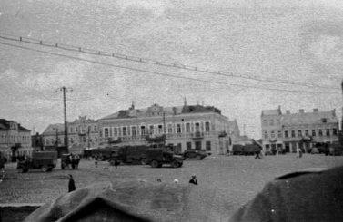"""Panevėžio Laisvės aikštė. 1941–1944 m. Nuotrauka iš socialinio tinklo """"Facebook"""" puslapio """"Lietuva senose fotografijose"""""""