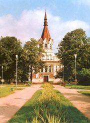"""2. Sovietmetyje uždaryta Panevėžio Švč. Trejybės bažnyčia. Nuotrauka iš fotoalbumo """"Panevėžys"""" (1984)"""