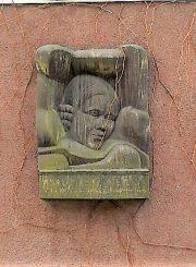 2. Salomėjos Nėries atminimo lenta-bareljefas. Aut. A. Bosas. 1974 m. L. Kaziukonio nuotrauka