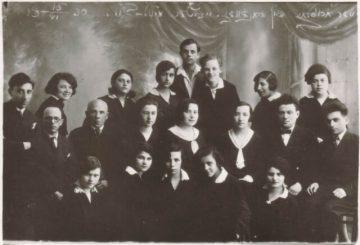 1. Žydų vidurinės mokyklos mokiniai 1930 m. Nuotrauka iš M. Dirsės kolekcijos