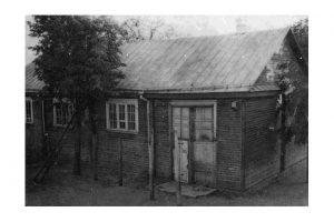 2. Panevėžio realinės mokyklos medinė sporto salė, kurioje prasidėjus Pirmajam pasauliniam karui buvo įrengta Kauno gubernijos valdybos spaustuvė. Nuotrauka iš www.jbgimnazija.lt