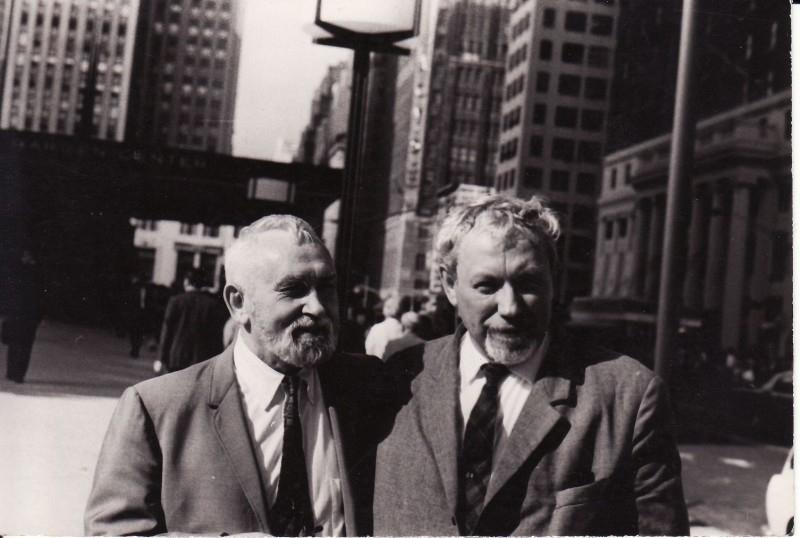 Juozas Miltinis (dešinėje) su Vytautu Kazimieru Jonynu, Paryžiaus laikų bičiuliu, Niujorke. 1968 m.