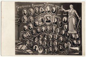 2. Panevėžio apygardos teismo darbuotojai. 1927 m. Nuotrauka iš Panevėžio kraštotyros muziejaus rinkinių