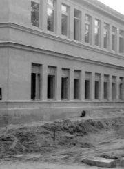 3. 1975 m. pastatytas mokyklos priestatas. Nuotrauka iš www.jbgimnazija.lt