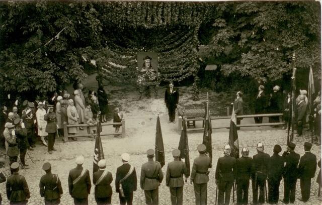 1. Renginys Laisvės aikštėje 1930 m. rugsėjo 8 d. Vytauto Didžiojo garbei. Nuotrauka iš Panevėžio kraštotyros muziejaus rinkinių