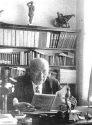 2. Rašytojas, kunigas, gimnazijos direktorius J. Lindė-Dobilas. Nuotrauka iš www.jbgimnazija.lt