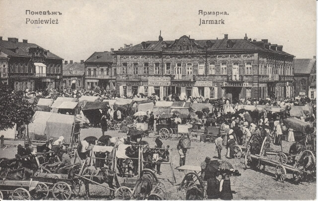 1. Panevėžio miesto aikštė turgaus dieną. XX a. 2–3 deš. Nuotrauka iš Panevėžio kraštotyros muziejaus rinkinių