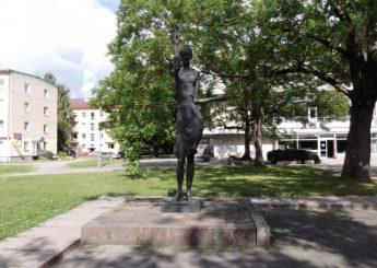 """1. Skulptūra """"Pramonė"""""""