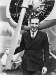 2. Lakūnas Feliksas Vaitkus prie savo lėktuvo. XX a. 4 deš. Nuotrauka iš N. Kaminsko kolekcijos