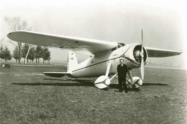 1. Lakūnas Feliksas Vaitkus prie savo lėktuvo. XX a. 4 deš. Nuotrauka iš N. Kaminsko kolekcijos