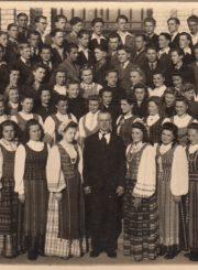 2. Panevėžio mokytojų seminarijos choras. 1945 m. Nuotrauka iš V. Vyšniausko kolekcijos
