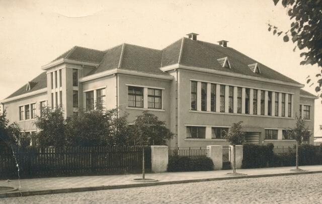Pradžios mokyklos Nr. 3 pastatas. Nuotrauka iš A. Gedeikio kolekcijos