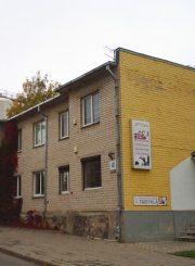 3. Ant buvusio teatralų namo pamatų pastatytas naujas namas Teatro g. 4. L. Kaziukonio nuotrauka