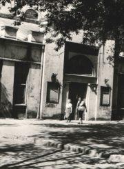 """3. Panevėžio kultūros namai. 1992 m. Nuotrauka iš Panevėžio apskrities archyvo virtualios parodos """"Senasis Panevėžio teatro pastatas archyvų dokumentuose"""""""