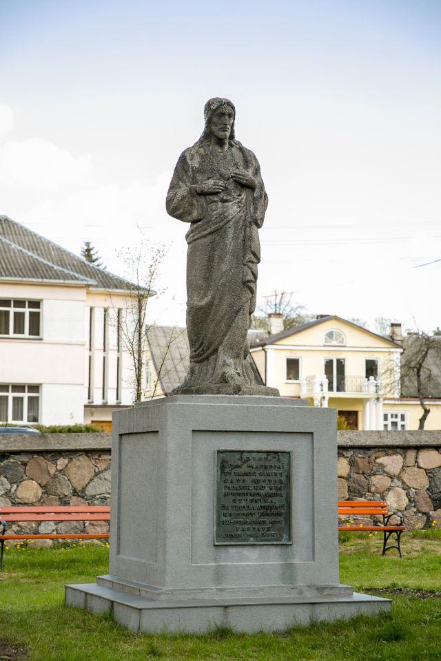 1. Šv. Jėzaus širdies paminklas Panevėžyje. 2016 m. T. Stasevičiaus nuotrauka