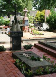 Antkapinis paminklas E. Jodinskaitei Panevėžio Kristaus Karaliaus katedros kapinėse (Ramygalos g.). Skulptorius A. Pajuodis. A. Neimonto nuotrauka. 2013 m. PAVB F22