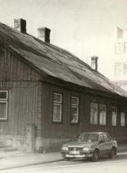 Namas Panevėžyje Sodų g. 8 (dabar nr. 14), kuriame gyveno E. Jodinskaitė. Z. Zoltnerio nuotrauka. 1993 m. PAVB F22