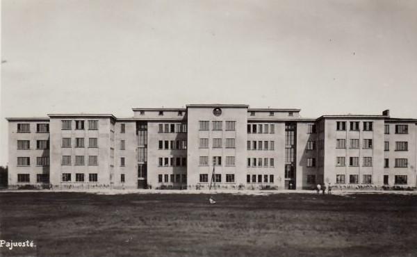 1.Pajuosčio kareivinių pastatai. Nuotrauka iš Panevėžio kraštotyros muziejaus rinkinių