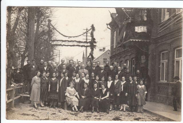 1. Panevėžio pašto, telefono ir telegrafo darbuotojai. XX a. 4 deš. Nuotrauka iš Panevėžio kraštotyros muziejaus rinkinių