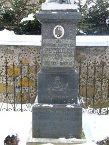 A. Petrulio kapas, antkapinio paminklo postamentas. L. Kazlavickienės nuotrauka. 2010.01.12. Iš: https://kvr.kpd.lt/#/static-heritage-detail/82e5a967-86ef-4bb7-81fa-0f0c078411c4