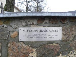 A. Petrulio aikštė Musninkuose. V. Radikaitės nuotrauka. Iš: http://www.selonija.lt/2014/02/10/tvirtu-lietuvisku-zodziu-lietuvio-dvasia-keles/