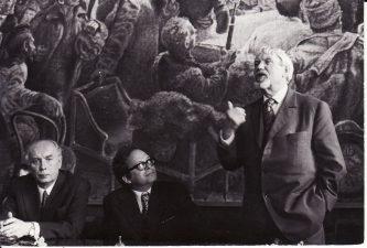Maskvoje, gastrolių metu. Režisierius Juozas Miltinis (dešinėje) ir aktorius Stepas Kosmauskas (kairėje). 1974 m. Fotogr. Kazimiero Vitkaus. PAVB FKV-409/25