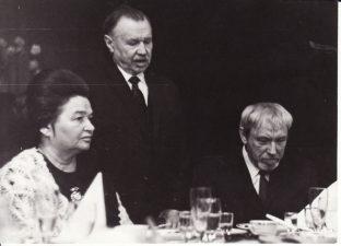 Režisierius Juozas Miltinis (dešinėje) su partine veikėja Leokadija Diržinskaite ir LKP CK pirmuoju sekretoriumi Antanu Sniečkum. PAVB FJM-1013/18
