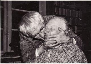 Juozas Miltinis su Antanu Gudaičiu Palangoje, dailininkų Uogintų viloje. 1970 m. PAVB FJM-1013/44